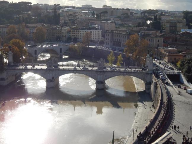Ponte sobre o rio Tevere