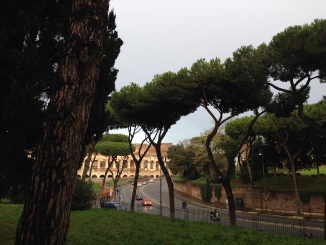 Saída do Fórum Romano a caminho da Bocca della Verità