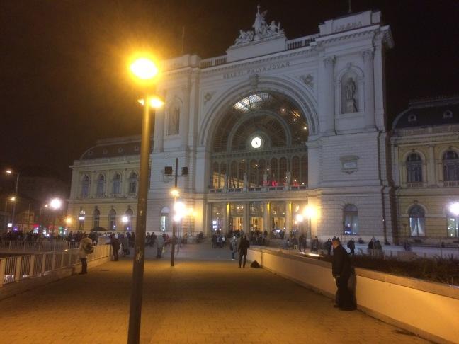 Estação Keleti à noite - Budapeste-Hungria