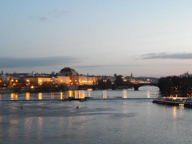 Vista do Castelo de Praga ao fundo